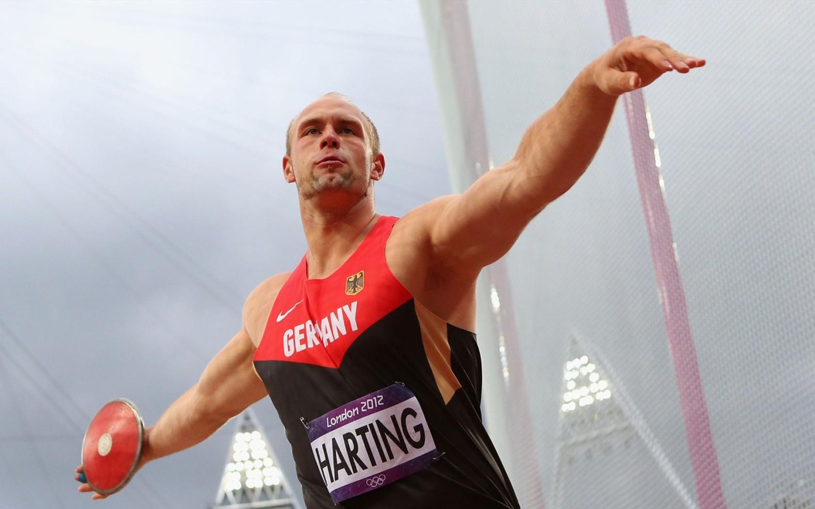 Sport_London_2012_Olympic_Games_Robert_Harting_034541_
