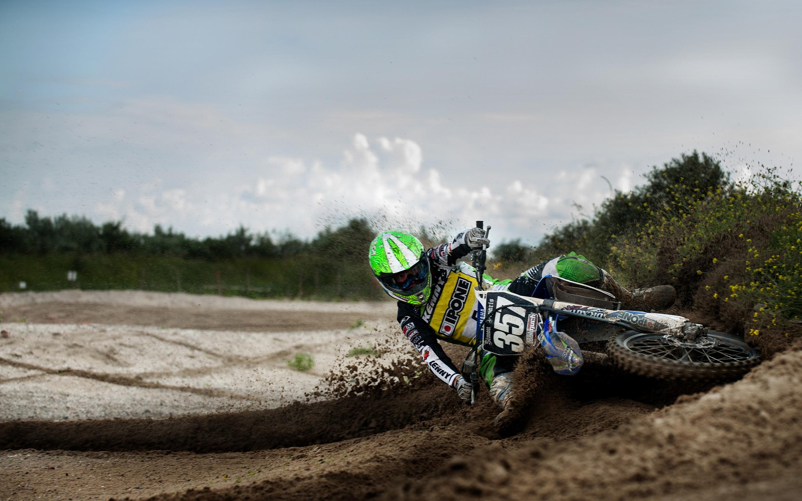 414923_motocikl_gonki_sport_2560x1600_(www.GdeFon.ru)