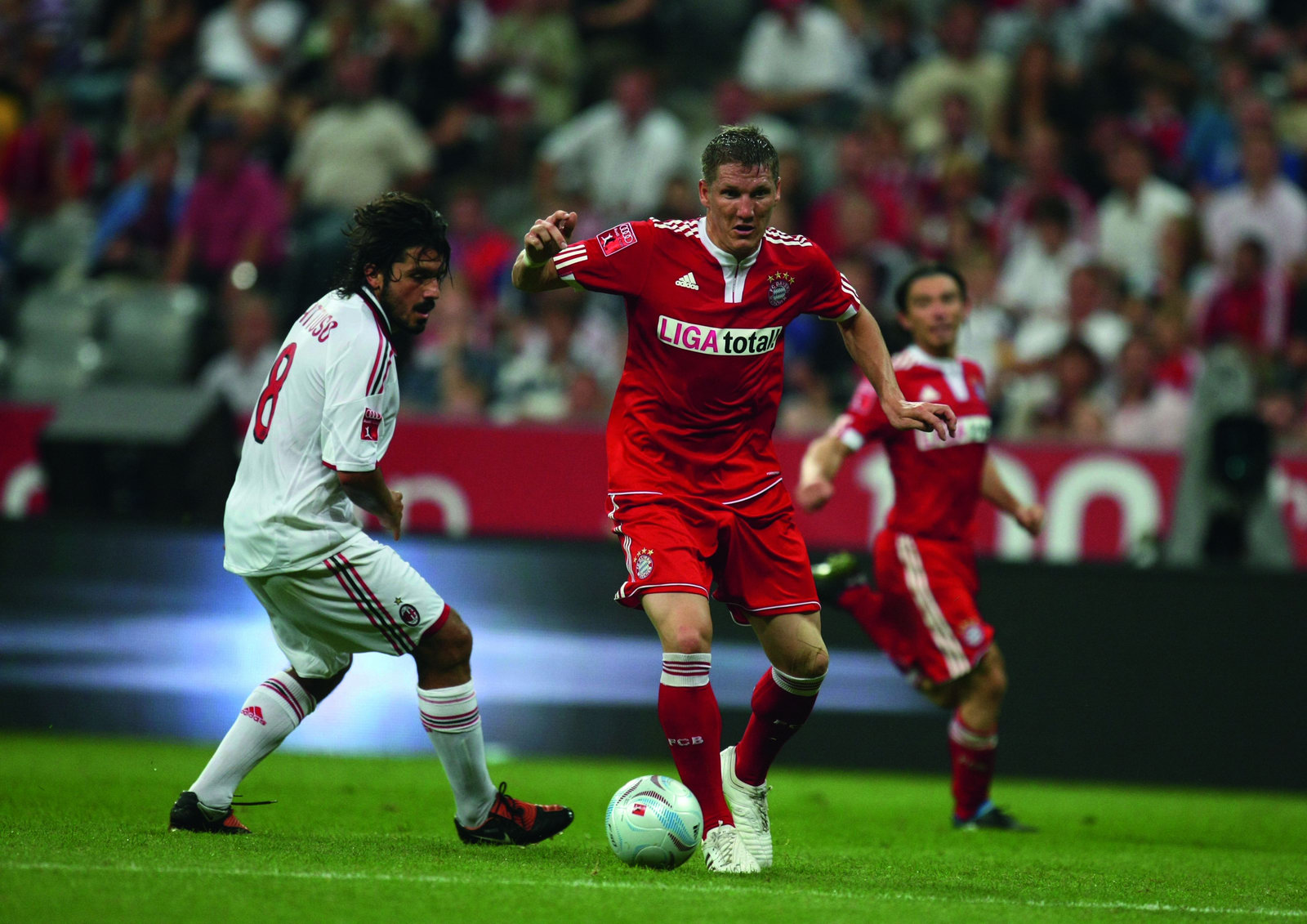 444178_sport_futbol_bavariya_milan_shvajnshtajger_gattuzo_1600x1131_(www.GdeFon.ru)