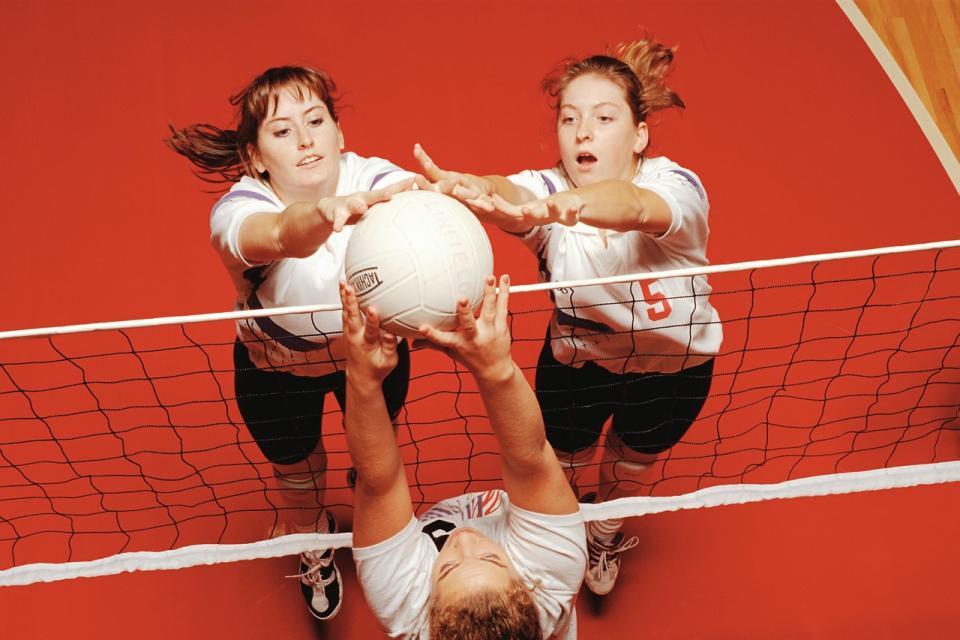 Женщина-и-волейбол